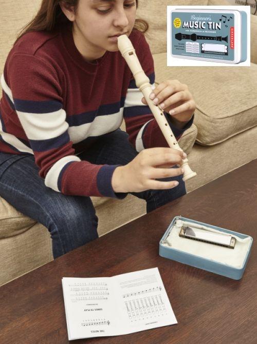 dětská píšťala a foukací harmonika