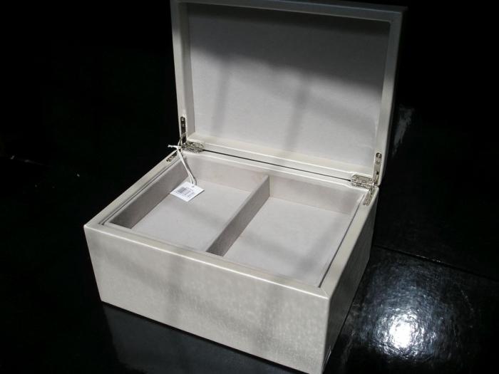 Perleťová koženková patrová šperkovnice