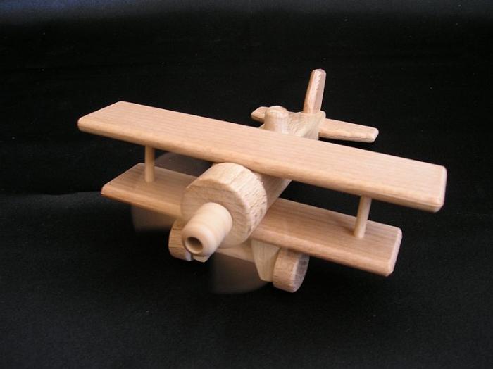 Dvouplošník ze dřeva