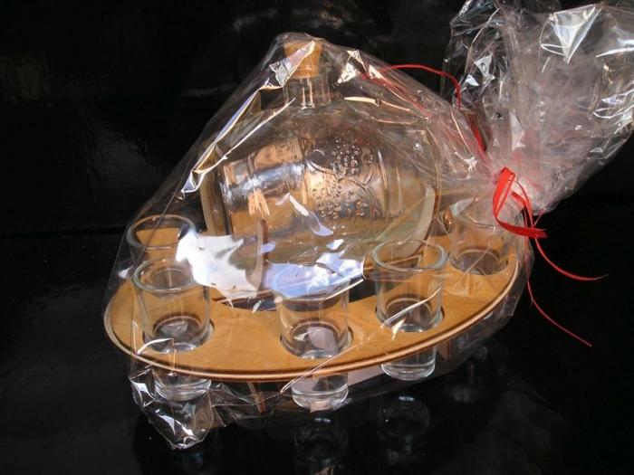 Skleněný soudek se skleničkami dárečky pálenka