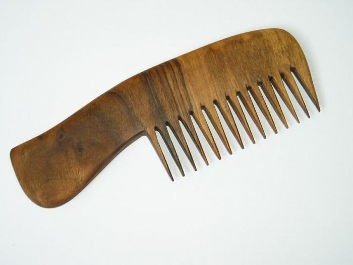 Dřevěné hřebeny na česání dlouhých vlasů