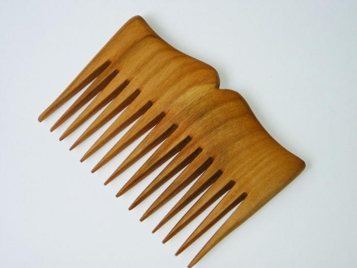 Dřevěný hřeben Dióné