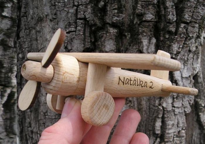 Dřevěné letadýlko pro děti