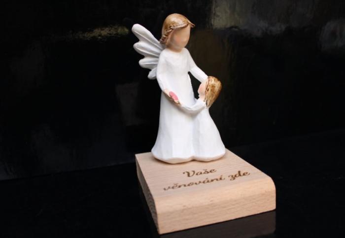 Anděl strážný s holčičkou a srdíčkem dárek