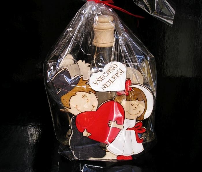 Vtipný svatební dárek plus láhev a skleničky dar