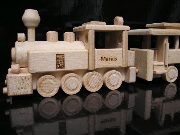 dětská dřevěná lokomotiva