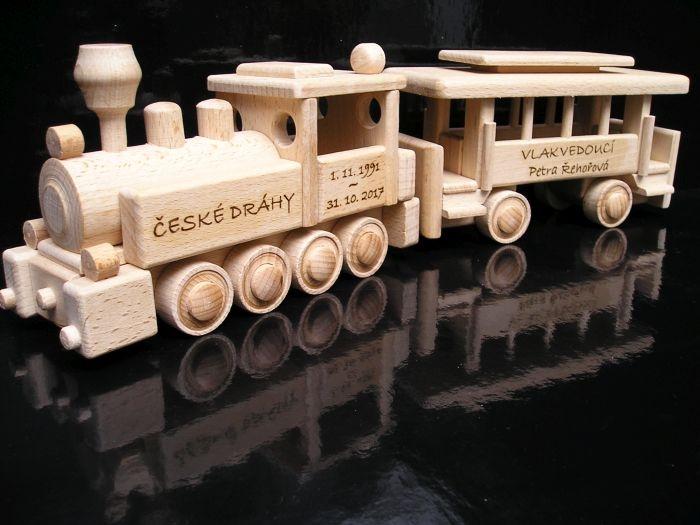 dětská dřevěná lokomotiva česká dřevěná hračka