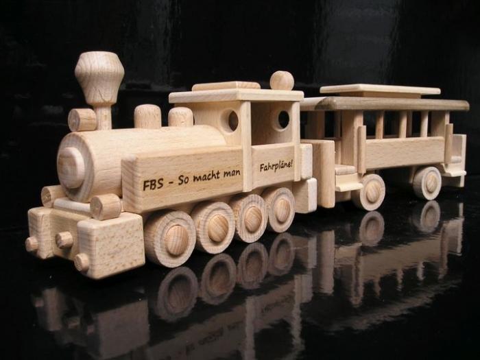 dětská dřevěná lokomotiva dárek
