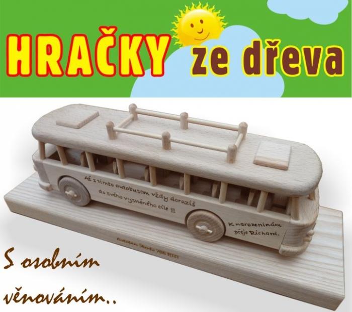 Dárek s osobním věnováním autobus ze dřeva