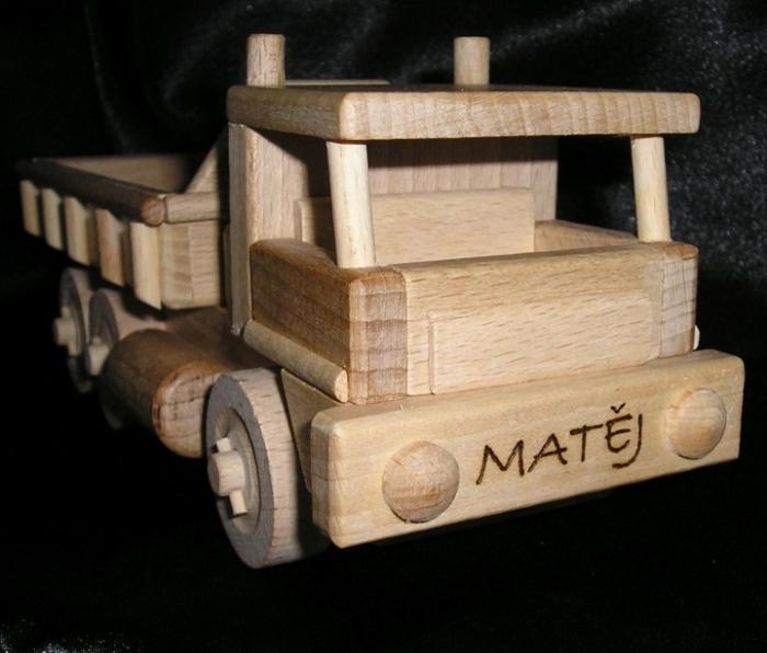 http://www.hrackyproklukyaholky.cz/dreveny-auto-jerab/