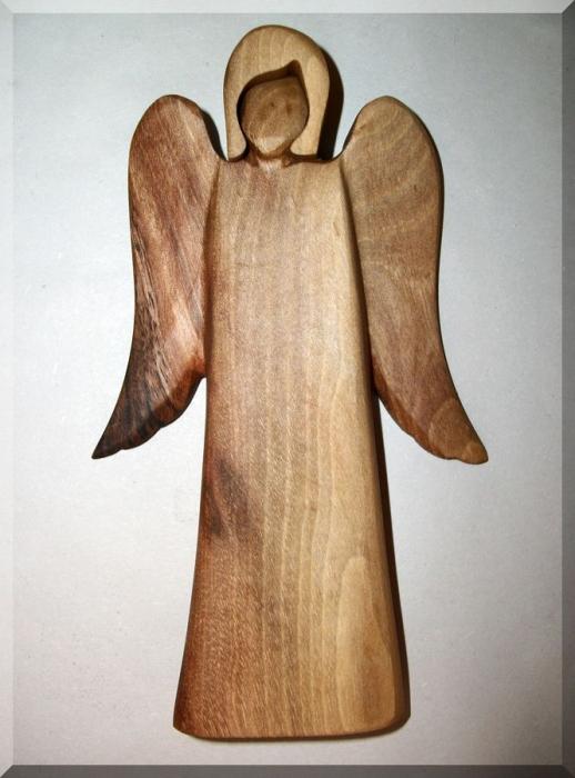 Anděl ze dřeva ořech