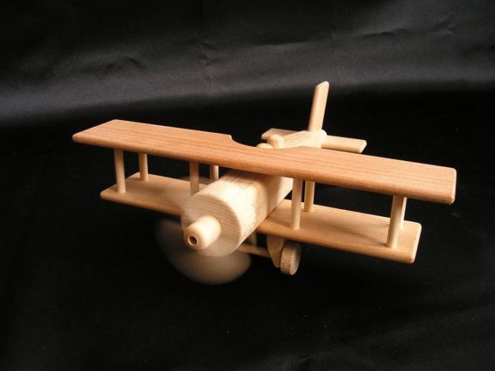 Letadlo pro kluky ze dřeva.