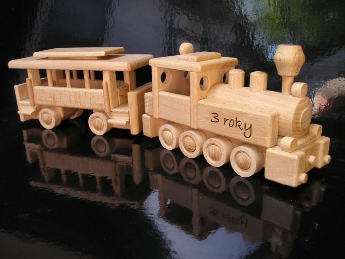 Dřevěný vláček s textem pro dítě