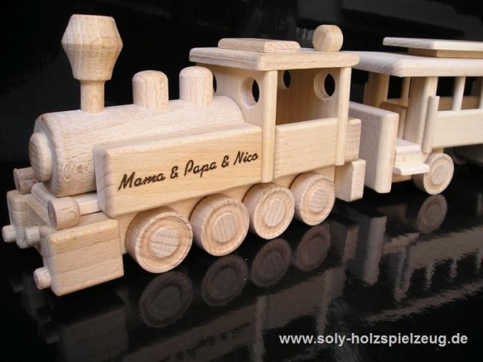 Vláček k narozeninám, dřevěná hračka