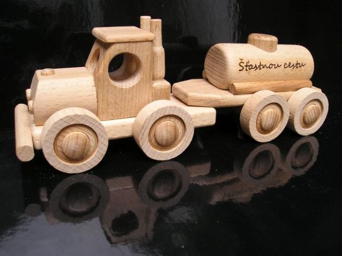 Přeprava pohoných hmot autíčko