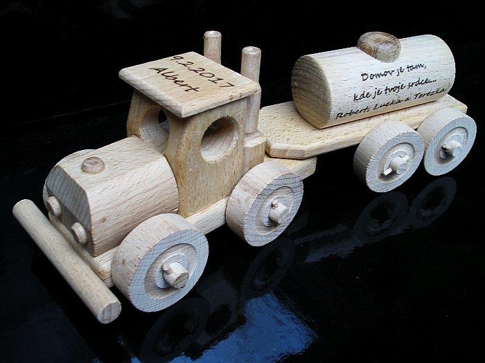 auto pro přepravu pohoných hmot benzinka