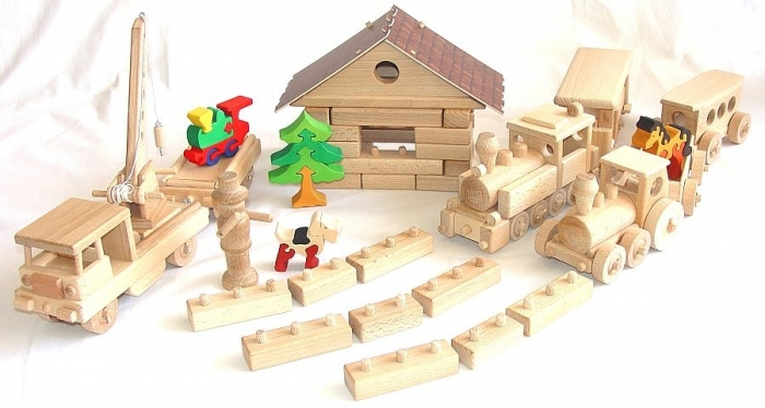 Vlakové depo - stavebnice na hraní