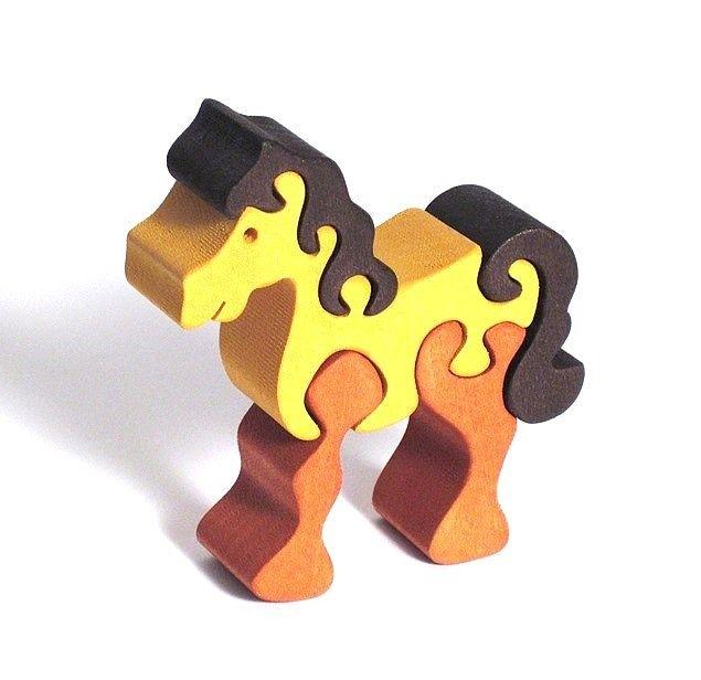 Dřevěné puzzle koníček