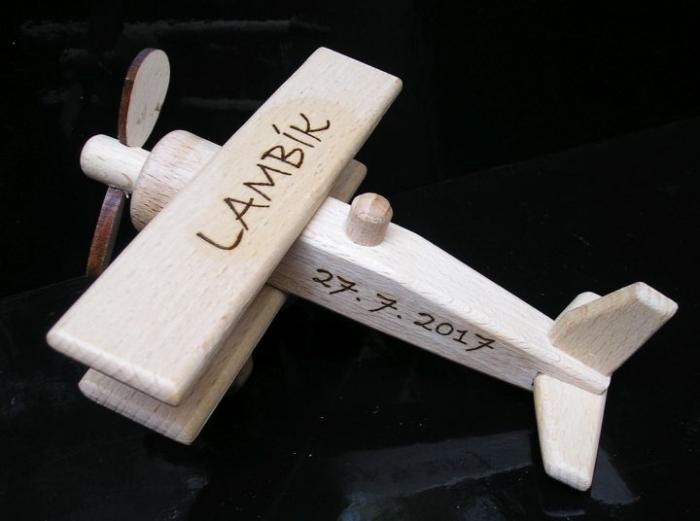 Malé letadýlka pro děti se jménem