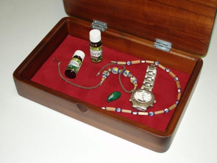 Dřevěná luxusní šperkovnice