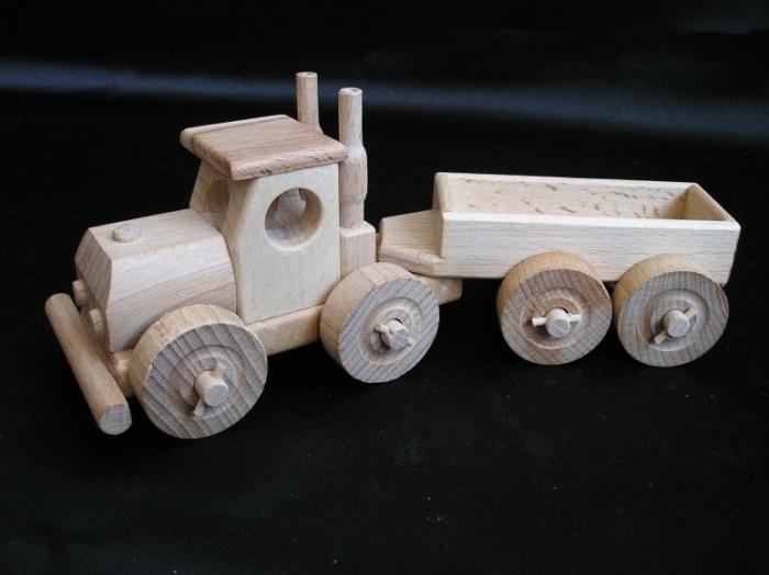 Malé nákladní autíčko, dřevěné hračky