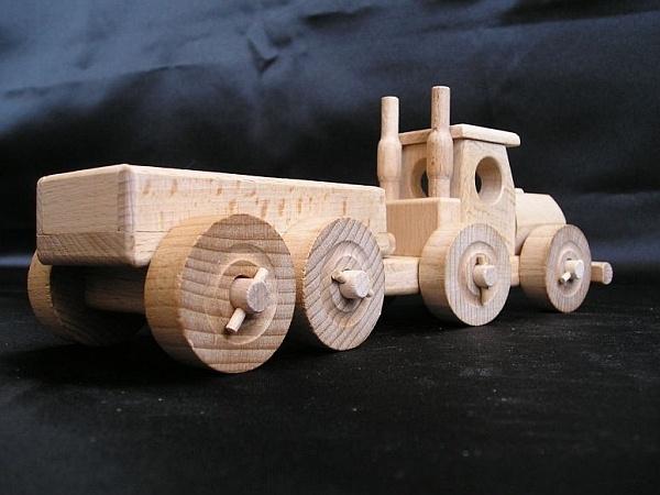 Nákladní auto, dřevěná hračka