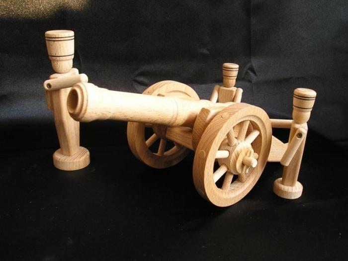 Historické dělo ze dřeva