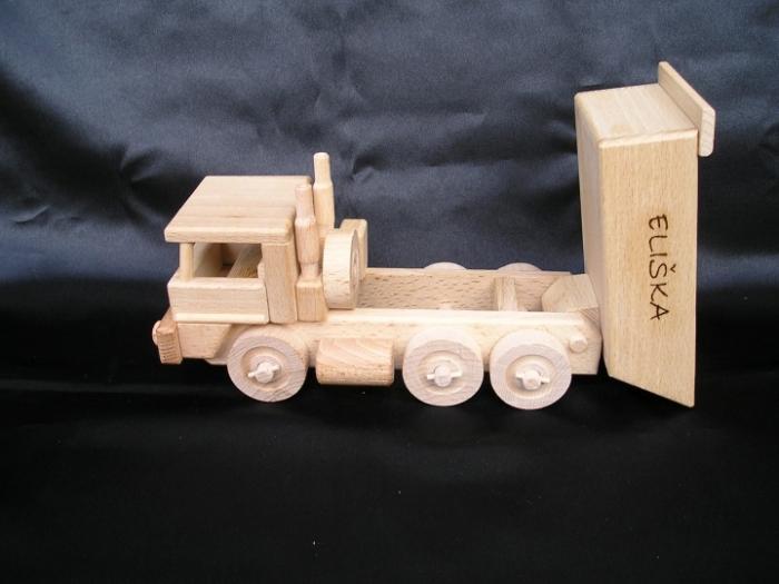 Dřevěné auto, hračka se jménem