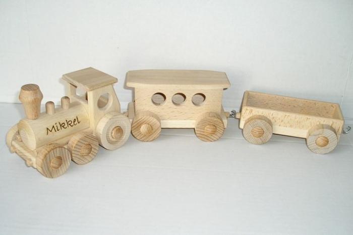 Vláček, vyrobený ze dřeva