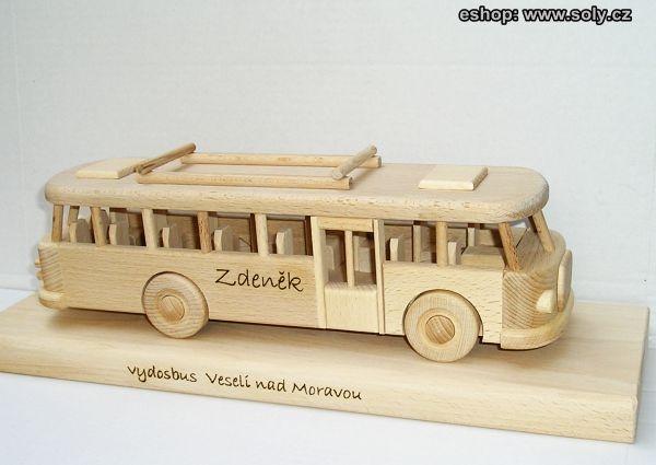 Dřevěné autobusy pro děti RTO