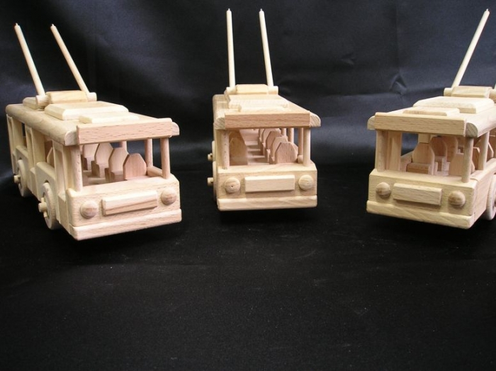 Trolejbus ze dřeva
