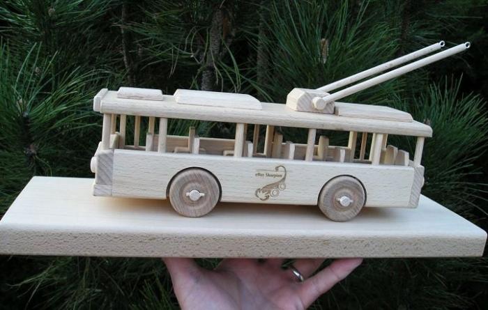 Trolejbus hračka s gravírováním na přání