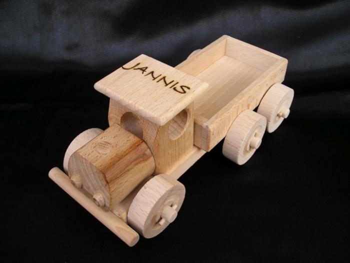 Autíčko ze dřeva - s vypáleným jménem