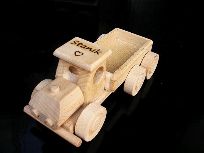 Nákladák ze dřeva, hračka