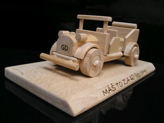 Autíčko veterán, dřevěná hračka