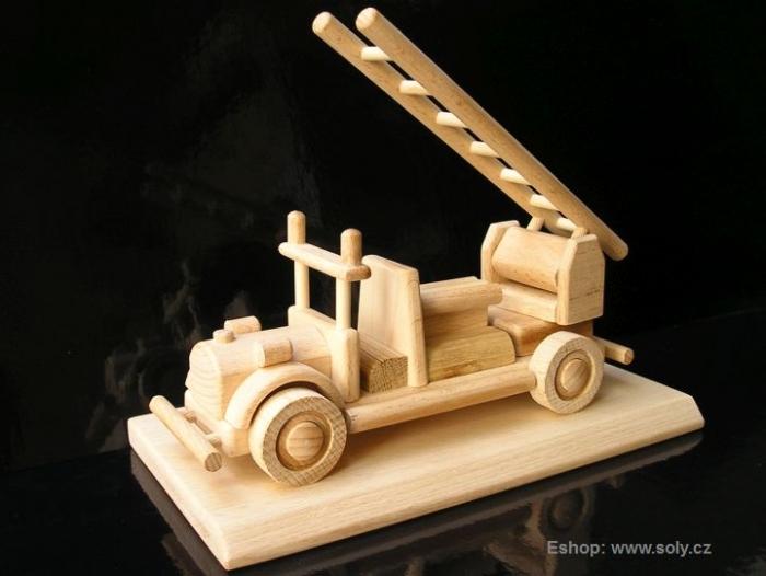 Požární vozidlo, hračka dřevěná