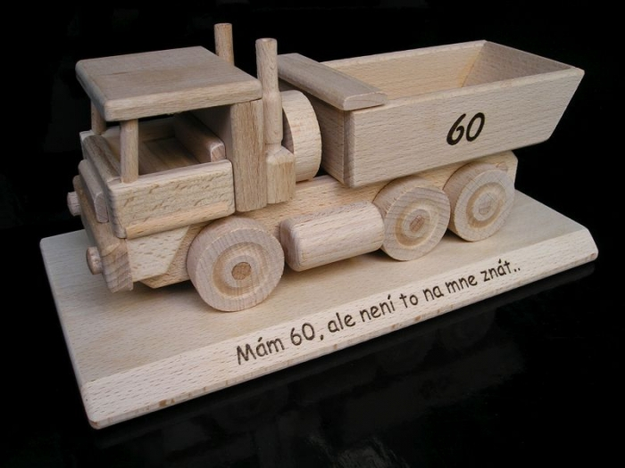 Nákladní auto, dřevěný dárek pro řidiče k narozeninám 50 60 let