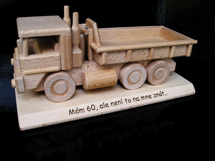 Nákladní auto, dřevěný dárek pro řidiče k narozeninám 40 50 60 let