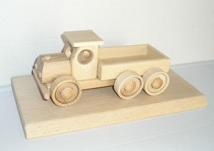vozidla dárky ze dřeva pro muže k výročí narozeninám