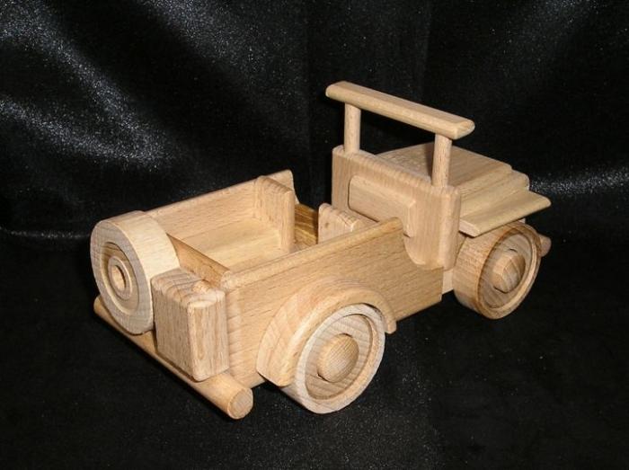dřevěné autíčko vojenský terénní jeep