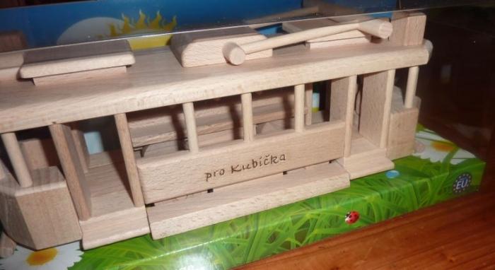 Věnování na hračce - tramvaj