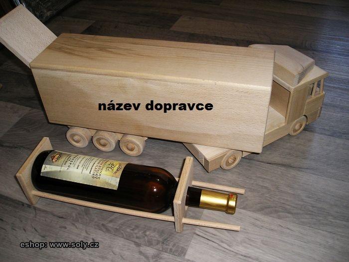 Dárek dřevěný kamion s držákem na víno