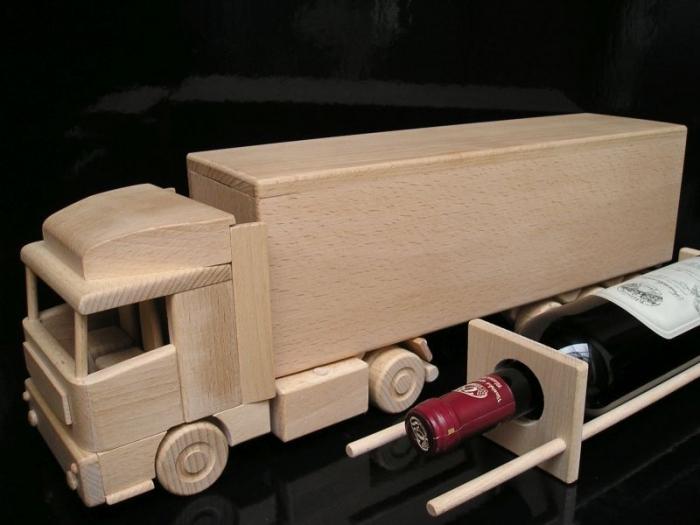 Vino kamion ze dřeva