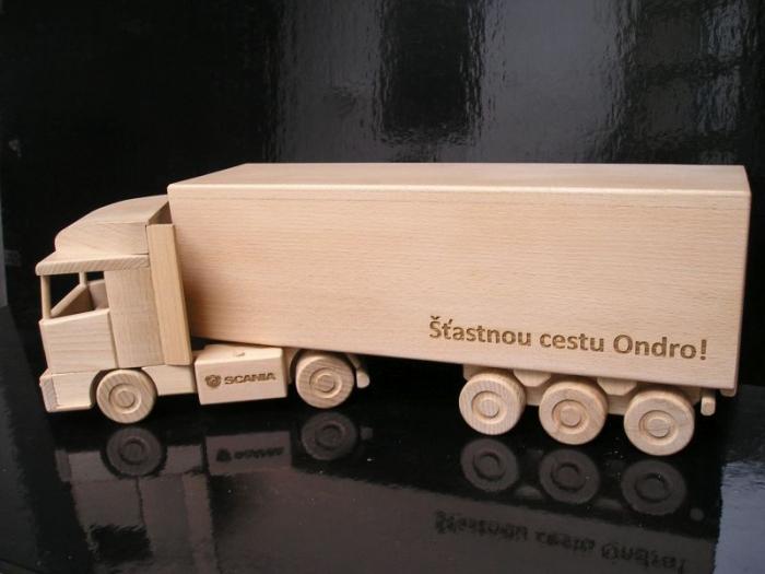 Kamion dárek pro řidiče kamionů k narozeninám
