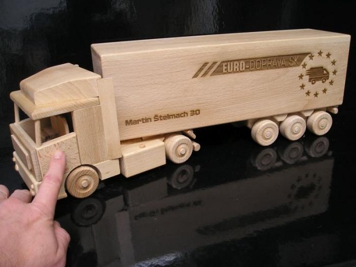 Kamion dárek pro spediční přepravce