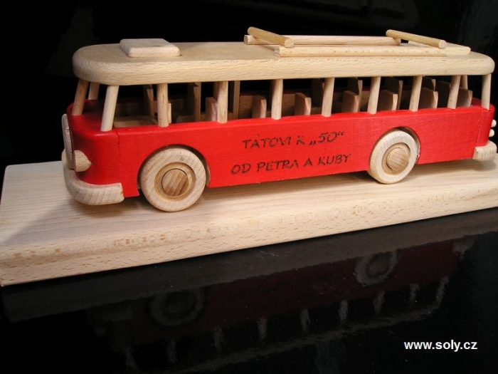 Autobus dárky pro šoféra k 50 k padesátinám
