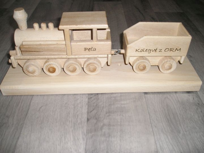 Parní lokomotiva na podstavě s věnováním