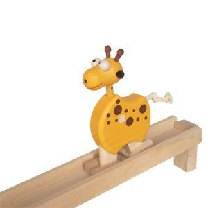 chodící žirafa na liště hračka