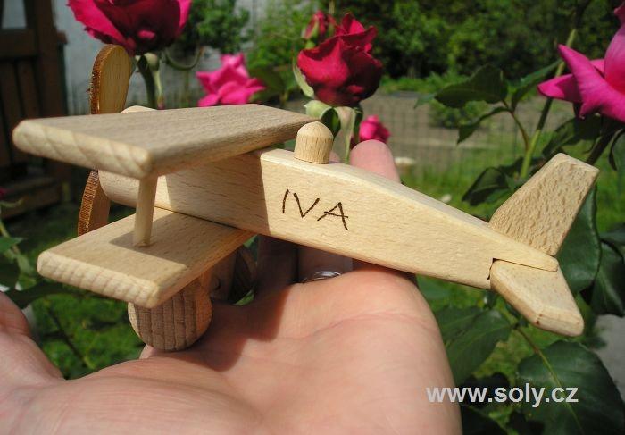 Malé 100 % dřevěné letadlo včetně textu do 12 znaků