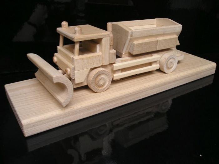 Sypače | sněžné pluhy | posypový vůz | dřevěné hračky